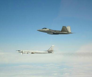 F-22 przechwyciły rosyjskie samoloty zachowując bezpieczną odległość