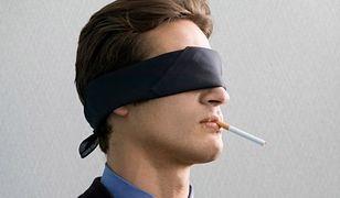 Idę na fajkę, a ty odbieraj telefony! Czy palacze wykorzystują niepalących?