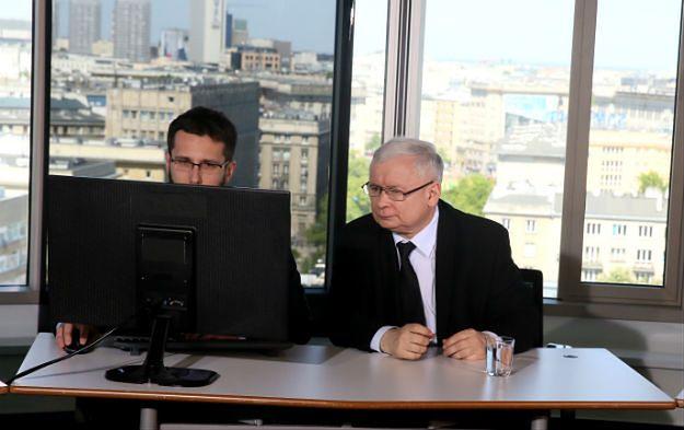 Kaczyński odpowiedział na pytania internatów. Prezes PiS kpił z uczestników demonstracji KOD i ostro skrytykował pomysł Komisji Europejskiej ws. uchodźców