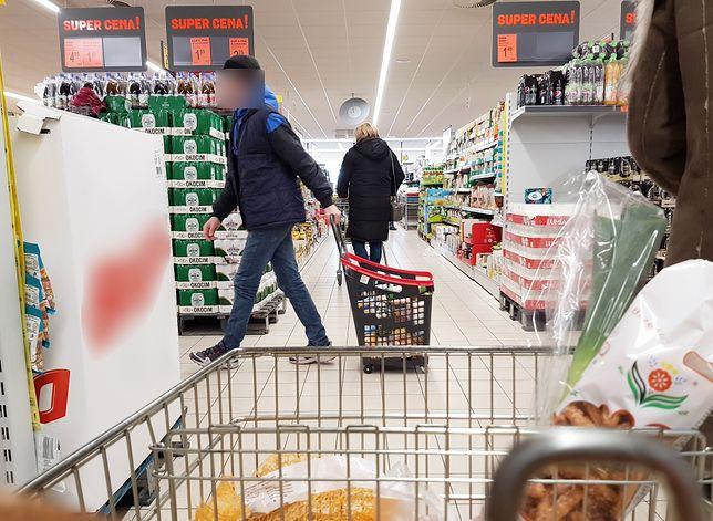 Zakaz handlu zmobilizował sklepy. Zaczęły zasypywać nas gazetkami