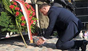 Prezydent składa wieniec przed Pomnikiem Poległym i Pomordowanym na Wschodzie