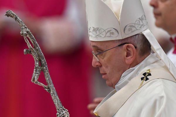 Franciszek: odrzucenie wartości prowadzi do masakr takich jak w Paryżu