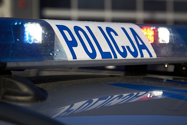 Policja jedzie na miejsce kraksy
