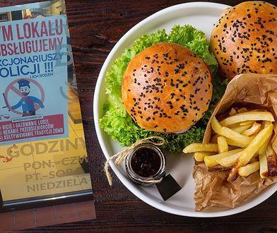 """Toruń. """"W tym lokalu nie obsługujemy policjantów"""". Plakat wywołał burzę"""
