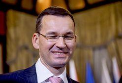 Minister Morawiecki wziął gitarę do ręki i uruchomił lawinę. Internauci mają ubaw