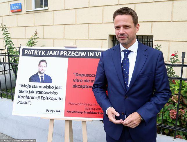 Warszawa. Rafał Trzaskowski podczas kampanii wyborczej przed wyborami samorządowymi w 2018 r. In vitro było jednym z tematów kampanii w Warszawie