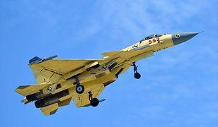 """""""Latający rekin"""", czyli chiński myśliwiec J-15 już w powietrzu. To może być postrach przestworzy"""