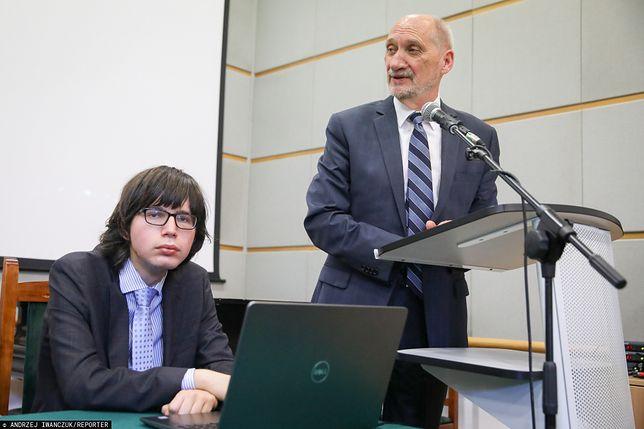 Facebook ujawnił wrażliwe dane. Od lewej: Edmund Janniger oraz Antoni Macierewicz