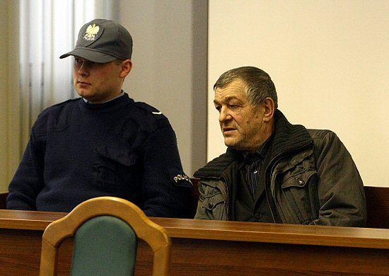 Karetka zabrała Łyżwińskiego z sądu do szpitala