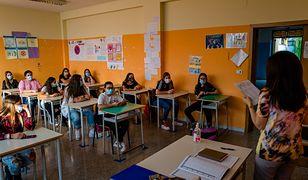 Na mocy nowego rządowego rozporządzenia dzieci z klas I-III wrócą do szkół w poniedziałek. Starsza młodzież zaczeka na swoją kolej