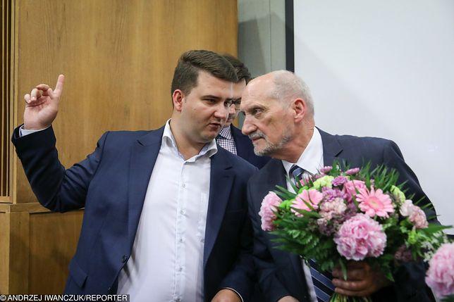 Bartłomiej Misiewicz i Antoni Macierewicz.