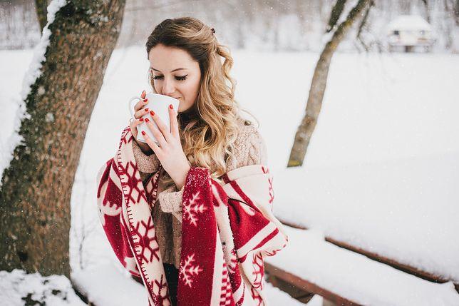 Najpiękniejsze zimowe koce. Ochronią przed zimnem i ozdobią mieszkanie