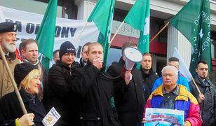Dwie pikiety w Poznaniu w tym samym czasie - muzułmanów i narodowców