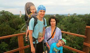 Agnieszka Sawicka wraz z mężem Adamem podróżuje z dwoma kilkuletnimi synkami: Bartkiem i Antosiem