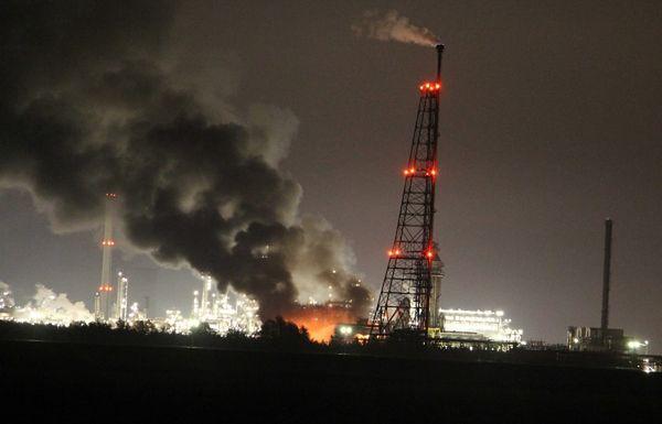 Eksplozje i pożar w fabryce chemikaliów