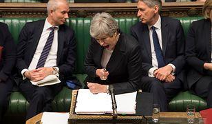 Theresa May walczy z krytykami w Izbie Gmin