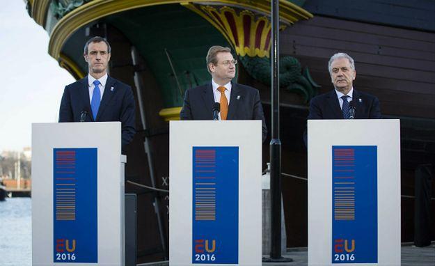 Od lewej: dyrektor Europolu Rob Wainwright, Ard van der Steur (holenderski minister sprawiedliwości i bezpieczeństwa) i europejski komisarz ds. migracji Dimitris Avramopoulos