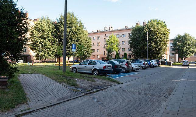 Pyskowice. Plac u zbiegu ulic Kochanowskiego 6 i Paderewskiego przejdzie renowację.