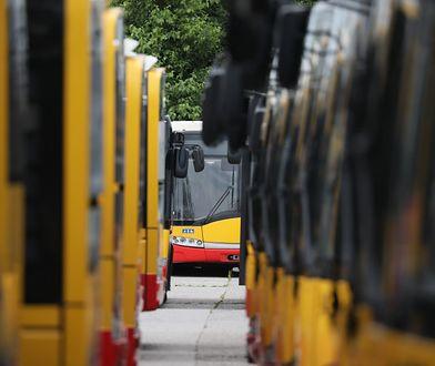 Warszawa. Ulica Ostroroga wyłączona z ruchu. Budują pętlę