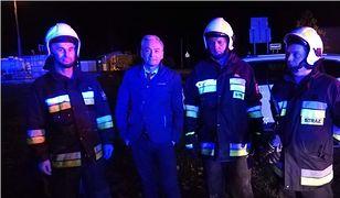 Wybory parlamentarne 2019. Robert Biedroń uratował 2-letnie dziecko z płonącego auta