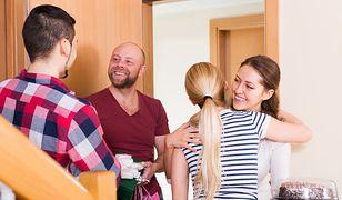 Czy wypada przyjmować kolejne zaproszenia od znajomych, gdy nie chcemy zaprosić ich do siebie?