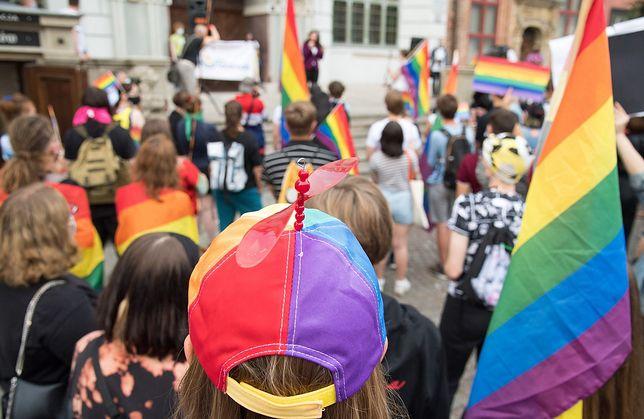 Socjolog UW Michał Łuczewski skrytykował przedstawicieli kultury, którzy podpisali się pod listem do szefowej Komisji Europejskiej Ursuli von der Leyen ws. społeczności LGBT w Polsce.