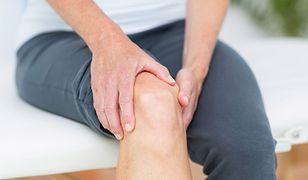 Jakie są objawy zapalenia gęsiej stopki i na czym polega jej leczenie?