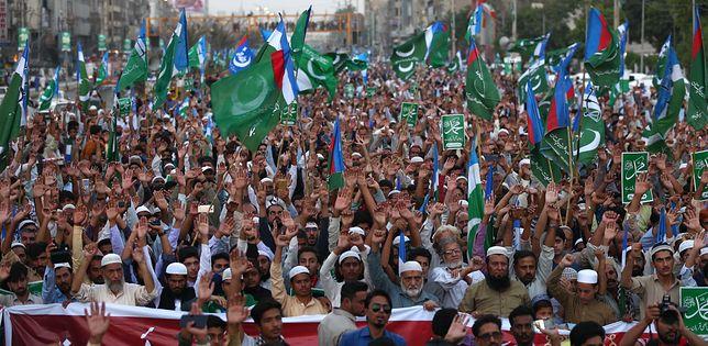 """Pakistan: fala protestów po uniewinnieniu Asi Bibi. Dzieci """"bawią się"""" w samosąd"""