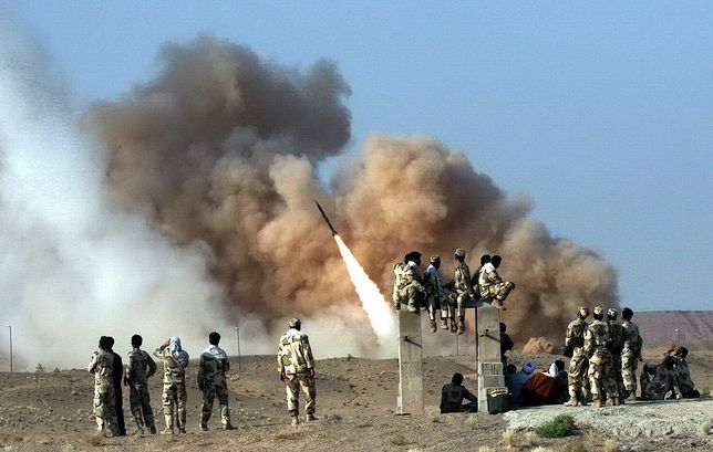 Irak. Co najmniej 13 pocisków spadło na bazę amerykańskich wojsk