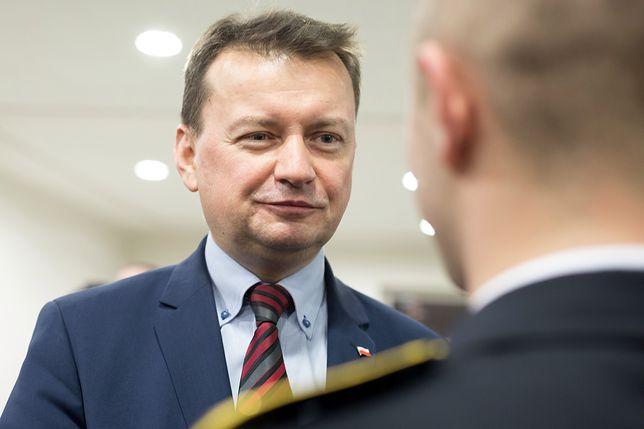 """Mariusz Błaszczak uznał interwencję KE za """"atak""""."""
