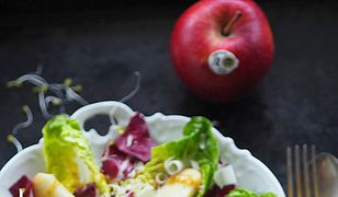 Sałatka z jabłkiem, kiełkami i parmezanem