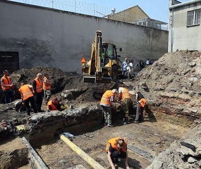 Areszt Śledczy przy Rakowieckiej. Znaleziono pierwsze ludzkie szczątki