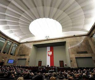 Sejm uchwalił ustawę okołobudżetową