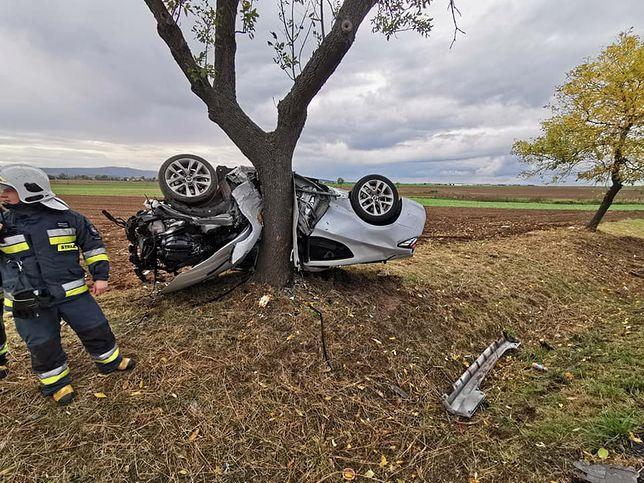 Wypadek w okolicach Jawora. Kierowca miał niewiarygodne szczęście