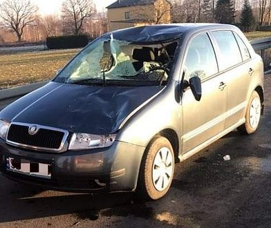 Kaniów. Bryła lodu rozbiła szybę samochodu. Policja szuka kierowcy ciężarówki