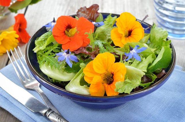 Piękne i smaczne – jadalne kwiaty na balkonie i na talerzu