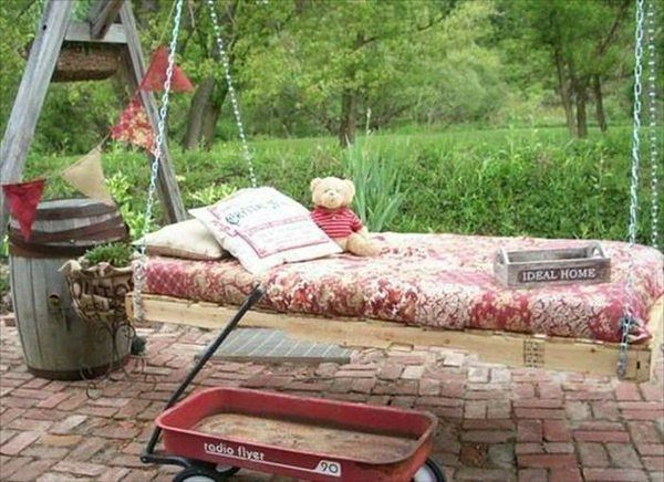 Niedrogi ogród: paleta mebli nietuzinkowych