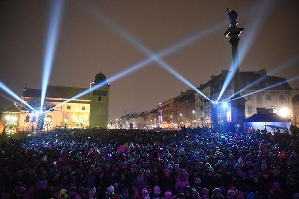 Świąteczna iluminacja w Warszawie. Tysiące osób na zabawie mikołajkowej