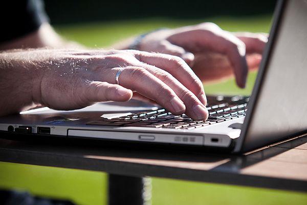 """""""NYT"""": Rosyjscy hakerzy wykradli dane z setek tys. stron internetowych"""