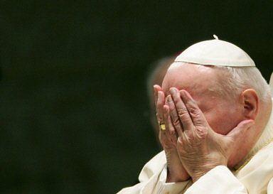 Jan Paweł II pozostanie w szpitalu kilka dni