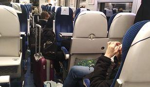 Pasażerowie czekali w pociągu na przesiadkę ponad 3 godziny
