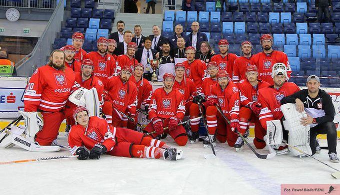 f16480f2dee16 Materiały prasowe / Paweł Bialic/PZHL / Na zdjęciu: reprezentacja Polski w hokeju  na lodzie