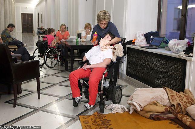 Rodzice niepełnosprawnych dzieci protestowali w Sejmie już kilka lat temu. Postulaty w zasadzie się nie zmieniły