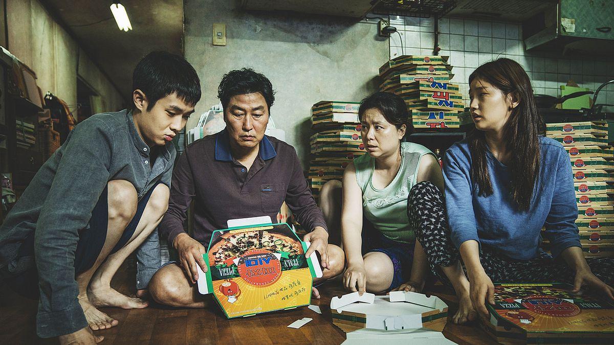 """""""Parasite"""": o koreańskiej rodzinie w mocnej dawce [RECENZJA]"""