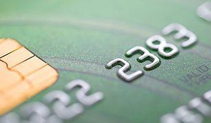 Płatności gotówkowe w defensywie