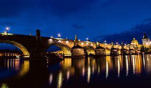 Most Karola w Pradze to jeden z najbardziej rozpoznawalnych punktów stolicy Czech