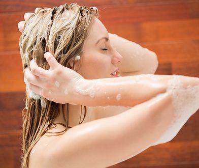 Mycie włosów metodą OMO powoli na wzmocnienie ich struktury i poprawienie wyglądu