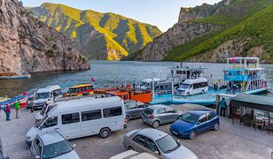 Wakacje 2021. Urlop w Albanii - samolotem czy samochodem?