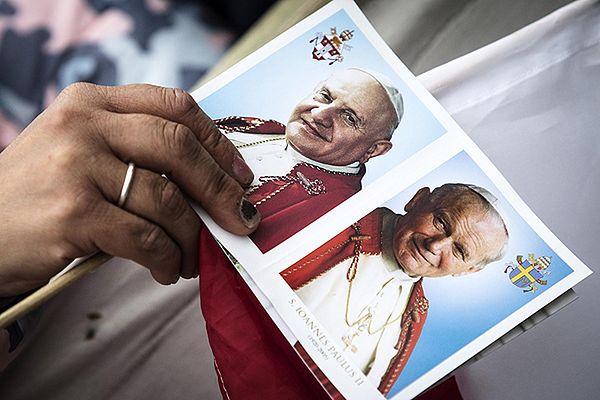 Portrety Jana XXIII i Jana Pawła II