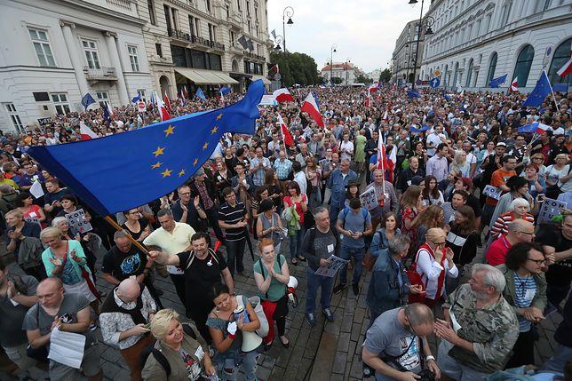 Przeciwnicy PiS nie milkną. Antyrządowe manifestacje w całej Polsce